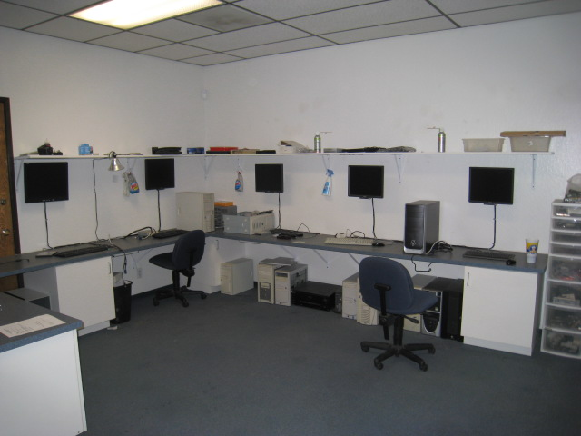 computer tech bench images